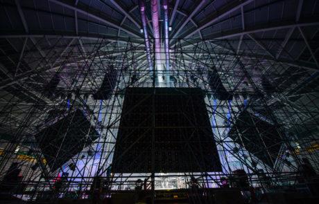 Trasera de escenario con torres Layher
